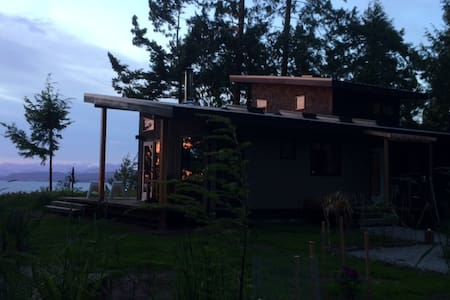 Modern Cottage on Savary Island - Lund