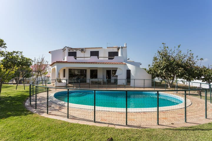 Tianya! Restful moments by pool in Faro