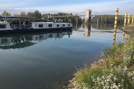 Cabine double sur la Saône - Montmerle-sur-Saône - Boot