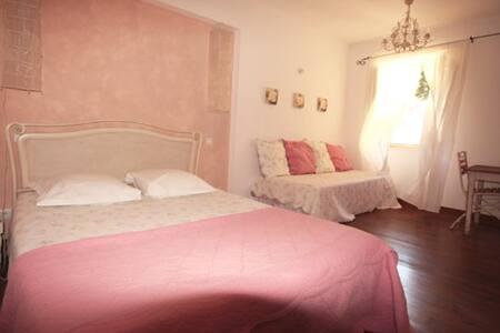 Romantic White room