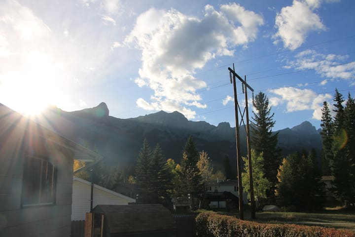 Mountain Home Away From Home - Canmore - House
