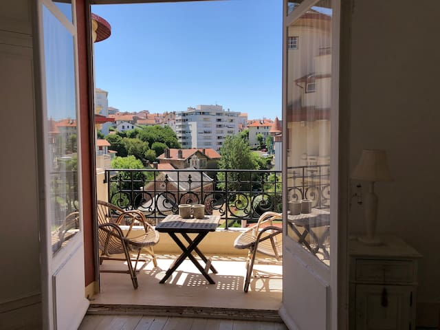 T2, balcon, calme, grande plage à 1 minute à pied