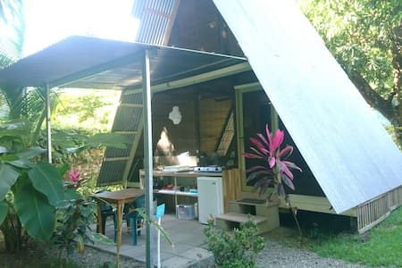 Open-air A-frame Cabina 5 w/pool steps from beach