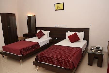 Comfortable Luxury Twin Bed in Sariska with Breakfast