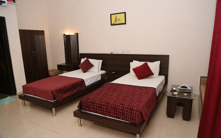 Comfortable Luxury Twin Bed in Sariska with Breakfast