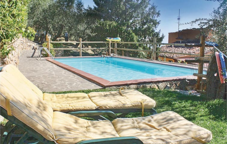 Holiday apartment with 2 bedrooms on 140m² in Vicopisano PI