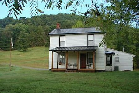 Secluded 1800's Remodeled Farmhouse - Madison