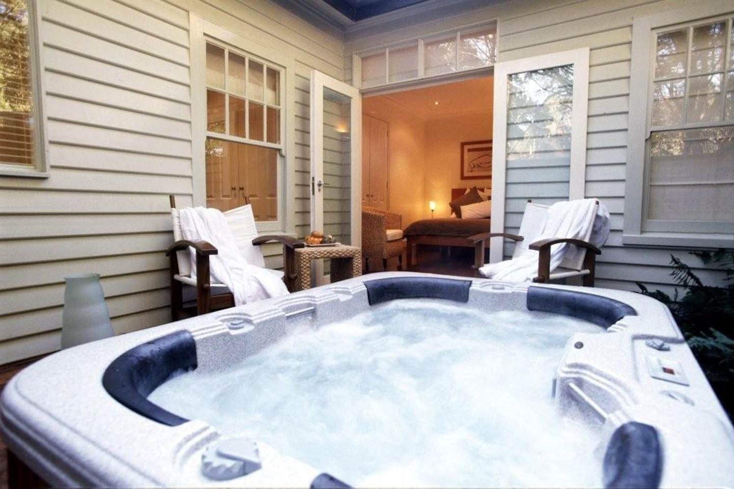 Lochiel Cottage Outdoor 4 person Spa