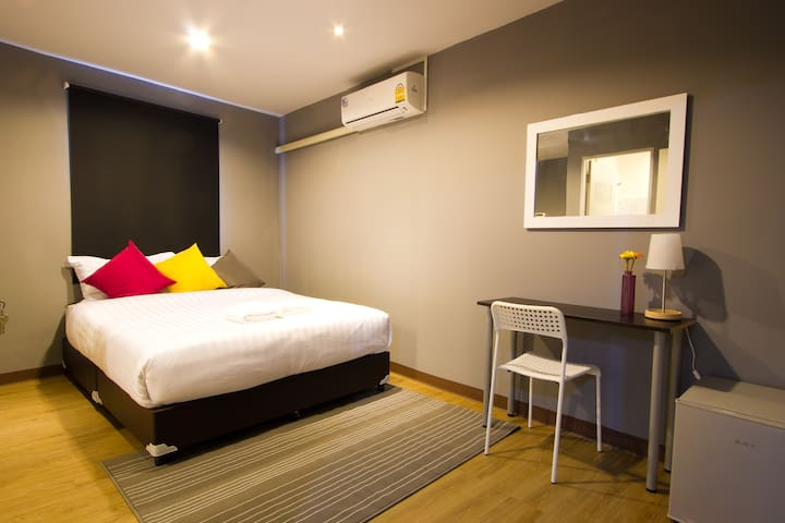 Little Corner Rooms and Restaurant  - Bangkok - Apartment