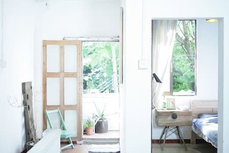Single CAFEHOUSE by a small woods - Guangzhou