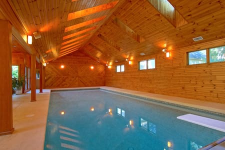 Indoor swimming pool, 2 miles from ocean.