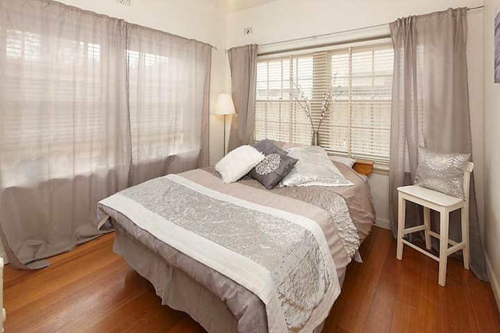 Queen Room in St.Kilda Beach House