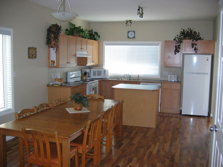 Spacious kitchen with room for 8 at the table