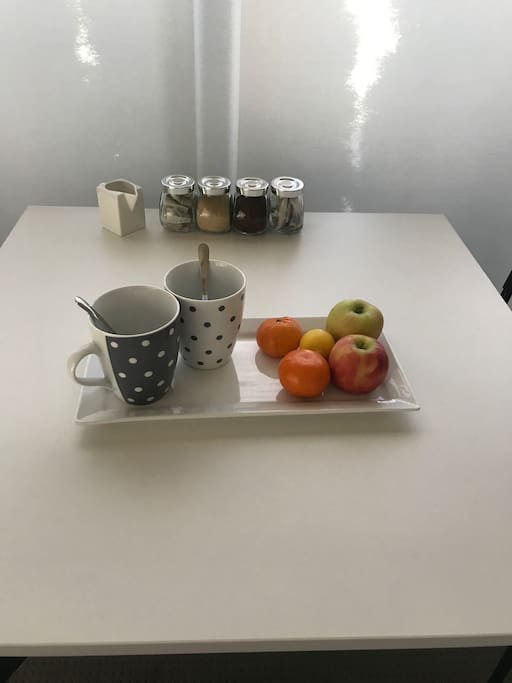 tea, coffee and fruit complementary