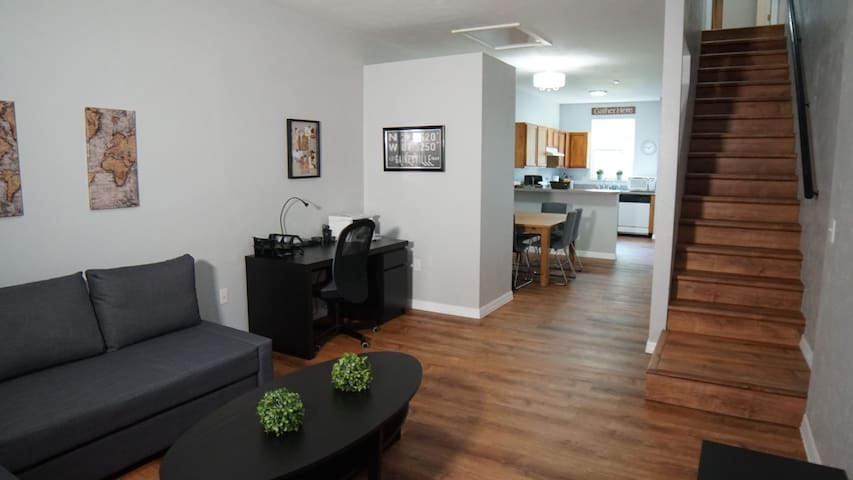 Modern Condo just Min From UF/Shands/VA.