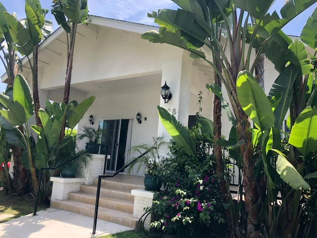 Tranquil Garden Room, Private Patio, Walk to Beach