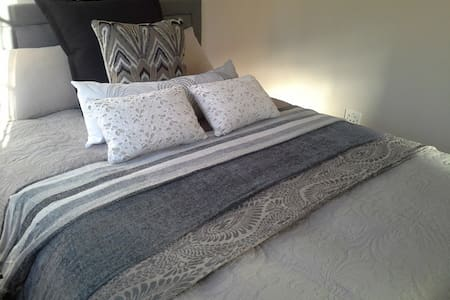 Clare's Bed and Breakfast Cottage - Edenvale