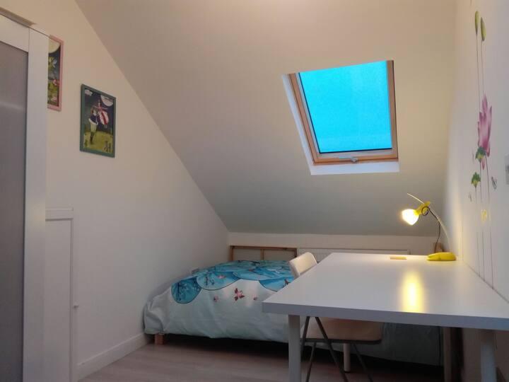 Bright & Cosy Single Room 3
