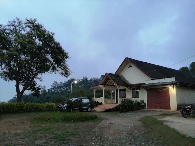 A comfort villa with Farm and Arjuno Mountain View
