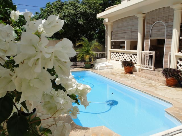 Villa Loretta: 3 CH, piscine privée, 5mn plage