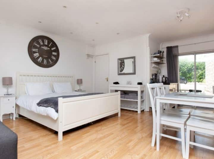 Self contained apartment with free parking