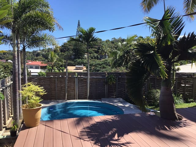 Villa avec deck-piscine quartier calme