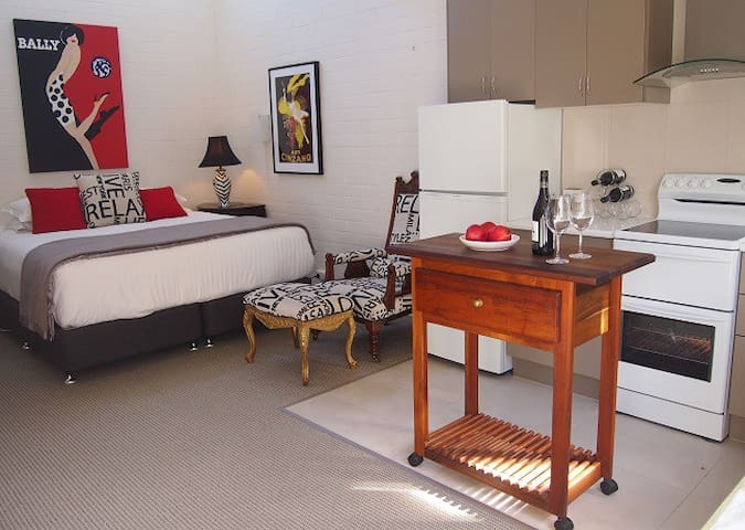 Charming Apartment Great Reviews