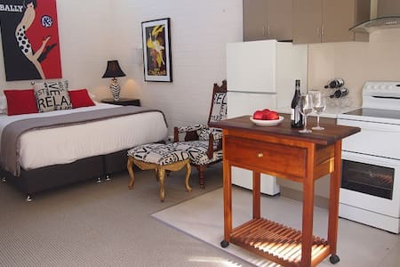 Charming Apartment Great Reviews - East Launceston