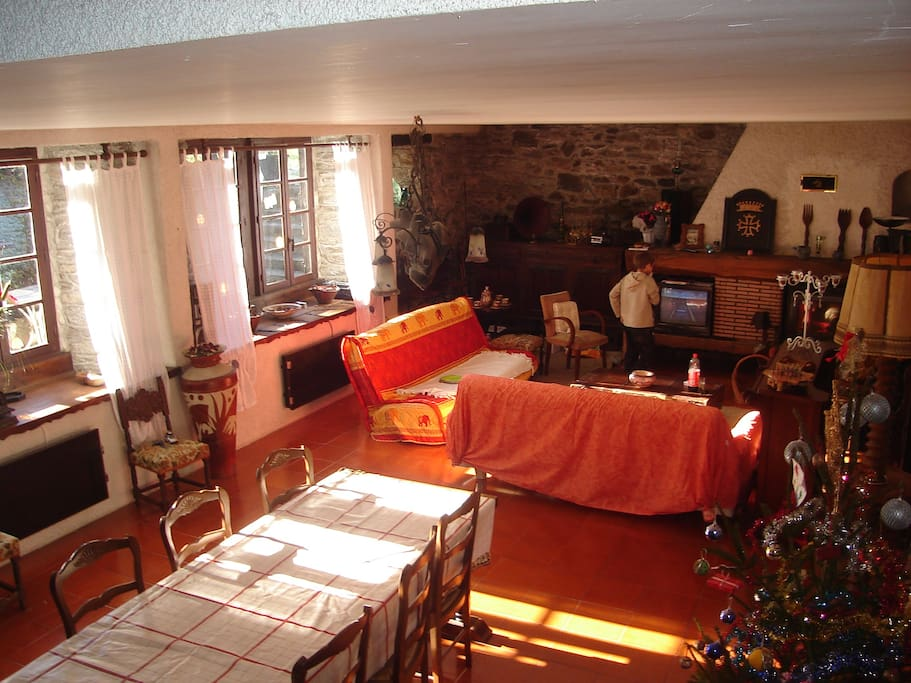 Chambre louer 4 simple double houses for rent in guran midi pyr n es france for Chambre mansardee chaleur