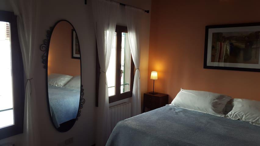 prima stanza, letto (foto: b)