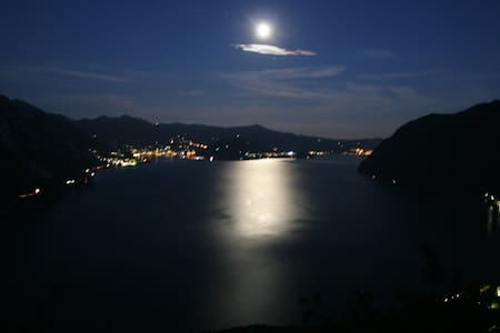 THE HOUSE OVERLOOKS THE ISEO LAKE - Solto Collina - Дом