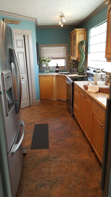 Full kitchen with washer/dryer