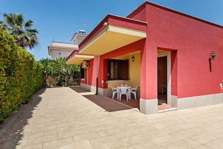Inviting Holiday Home in Ragusa with Patio and Garden
