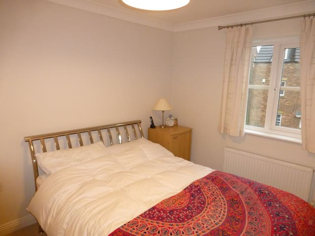 Clean double room in modern house - Westhoughton - Casa