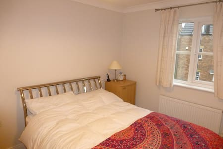 Clean double room in modern house - Westhoughton