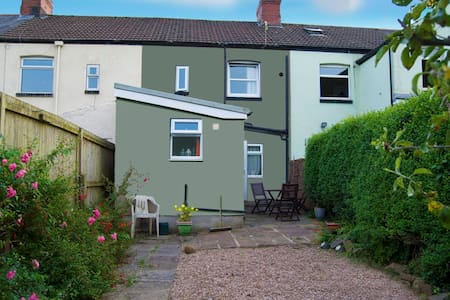 Comfortable 3 bedroomed house - Taff's Well