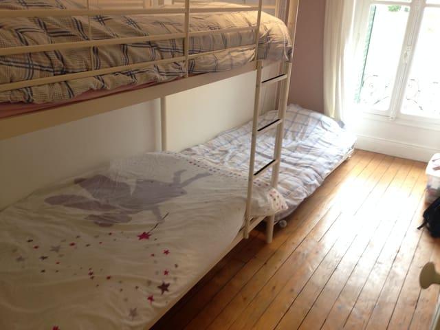 Chambre 3 à l'étage, lits superposés  pour enfants jusque 14 ans environ.