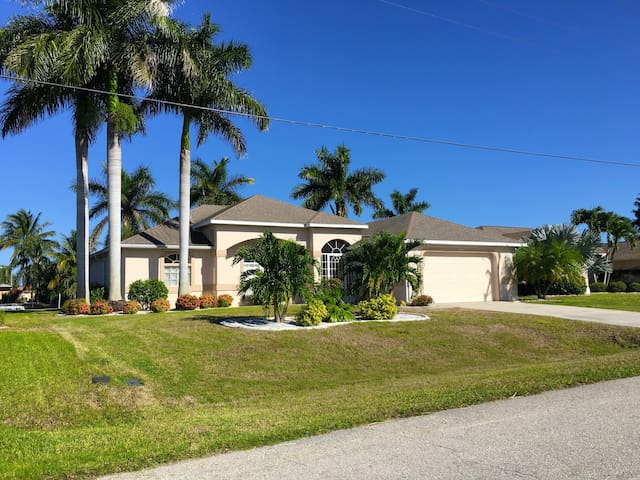 WATERFRONT VILLA IN  POPULAR SOUTH EAST CAPE CORAL