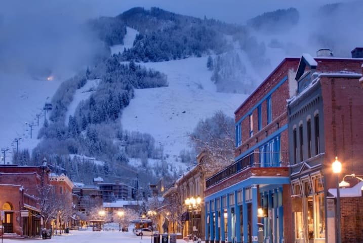 Aspen's Affordable Downtown Retreat: 2 bd/2 bth