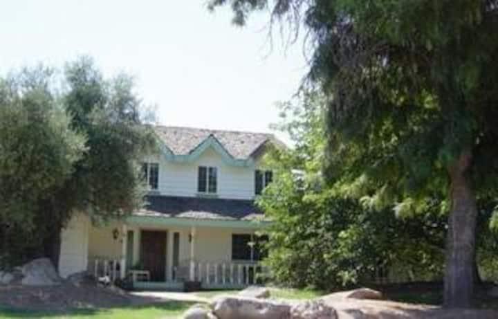 Charming Studio close to Yosemite
