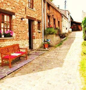 Maison dans une petite ruelle ...