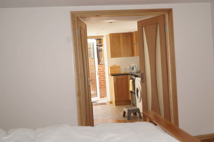 1 BDR apt (sleep 2+2) close to Shef Uni (+parking)