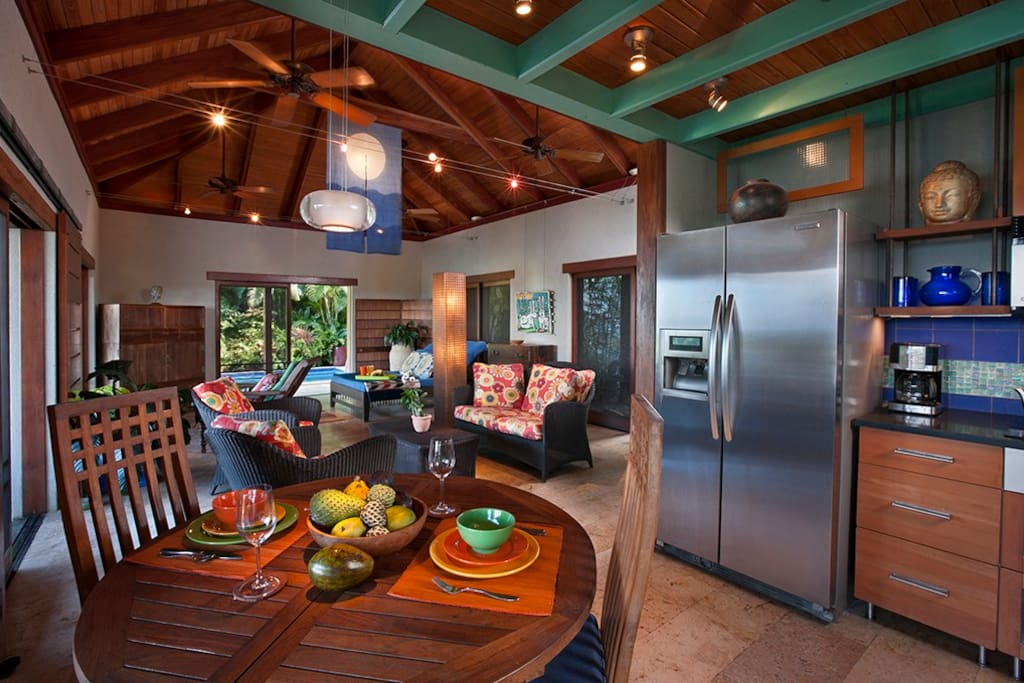 Caribbean Villa: Chefs kitchen and beautifully simple main living area.