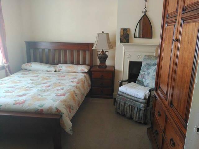 cosy bright double room, whitehall, dublin 9