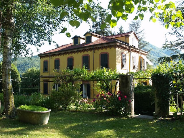 Bellissimo alloggio in villa d'epoca - Torre Pellice - Villa