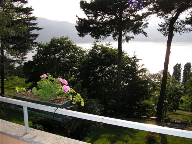 Apartment in Ranco,over Lake Maggiore - Angera - Appartement