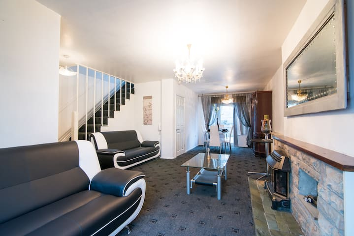 Large 4 bed 2 bath House next to City Centre