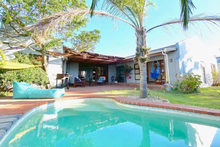 Spacious House with tropical garden and pool