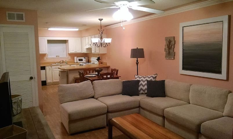 Cute & Comfy 2 BR Just Steps Away from the Beach! - Gulf Shores - Condominium
