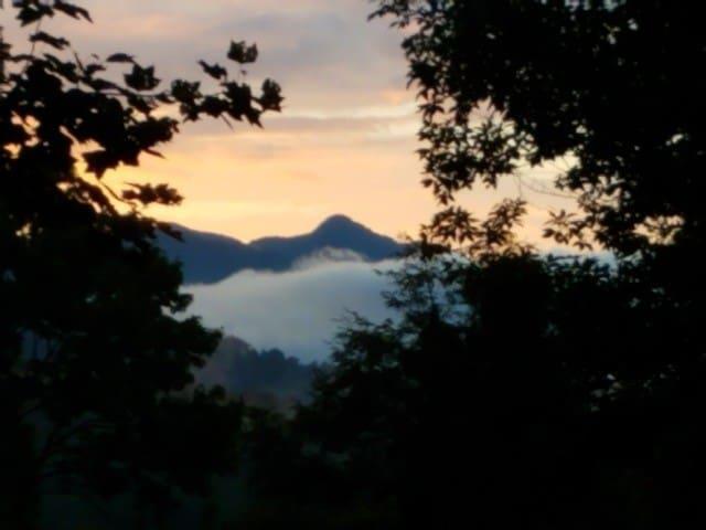 Pisgah Edge Cabin- Private- 10 Miles to Asheville